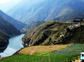 Embalse de Santo Domigo y sus campos cultivados
